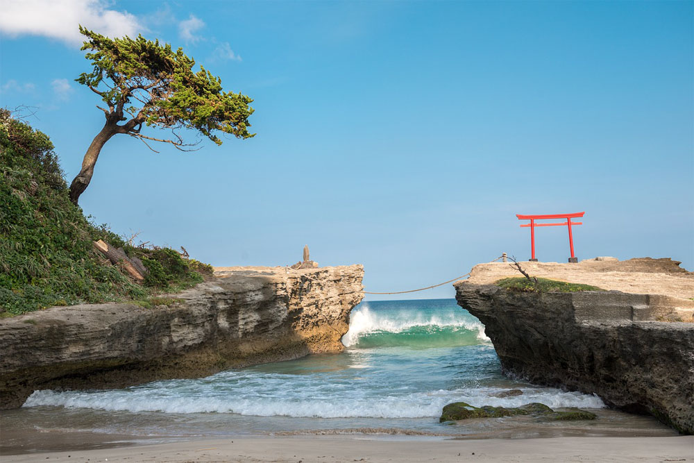 Shirahama Shrine in Shizouka Prefecture is a picturesque shrine